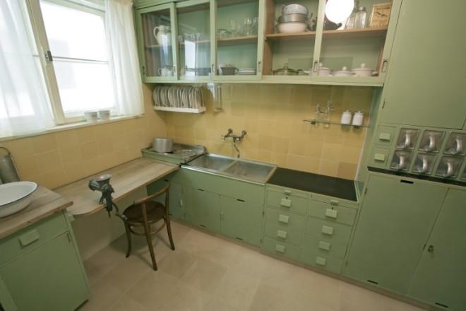 frankfurt kitchen 1926 grete shcutte lihotksy
