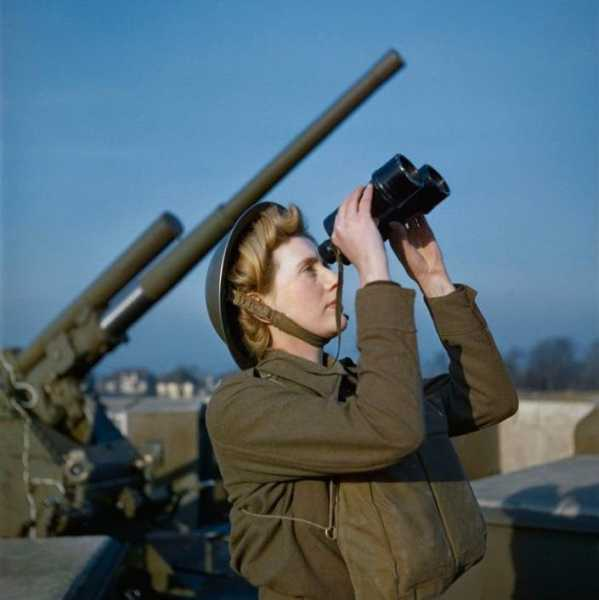 an ATS spotter at a an anti-aircraft gun site Dec '42