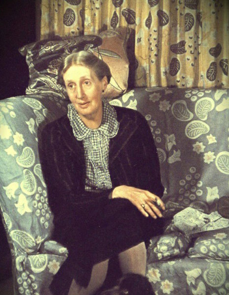 V Woolf and Grapes in two colours