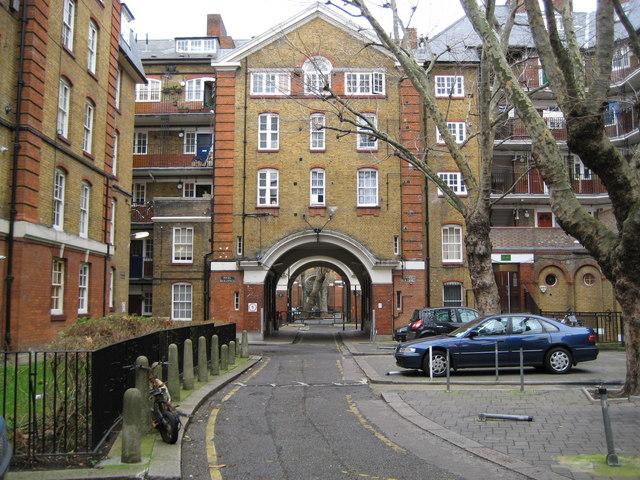 Holborn,_The_Bourne_Estate,_EC1_-_geograph.org.uk_-_667880