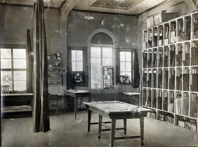 glass-painting-workshop-in-the-bauhaus-in-weimar-1923-courtesy-of-bauhaus-universit-t-weimar-archiv-der-moderne