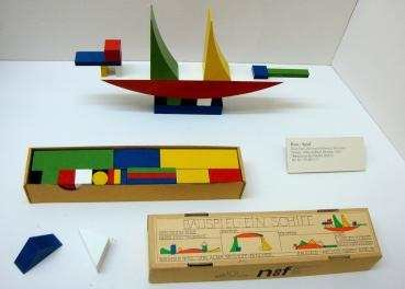 The-Bauhaus-Bauspiel-by-Alma-Siedhoff-Buscher-Deutsches-Museum-Collection.png