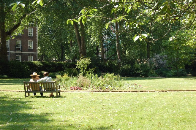mecklenburgh-square-garden-bench