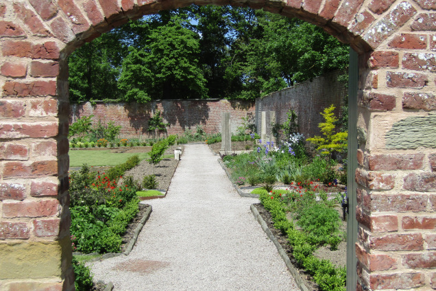 dor-to-walled-garden